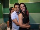 Zezé Di Camargo avisa que namorada, Graciele Lacerda, está fora do carnaval