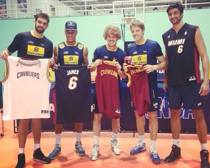 Leandro Vissoto time vôlei camisas NBA (Foto: Reprodução / Instagram)