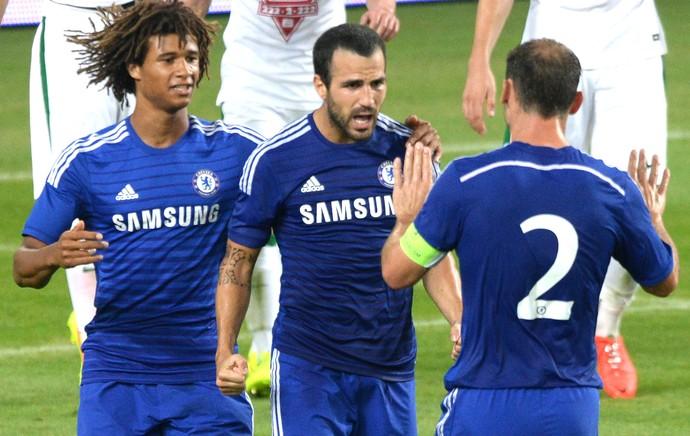 Fabregas comemroa gol do Chelsea contra o Ferencvaros (Foto: Agência AFP)