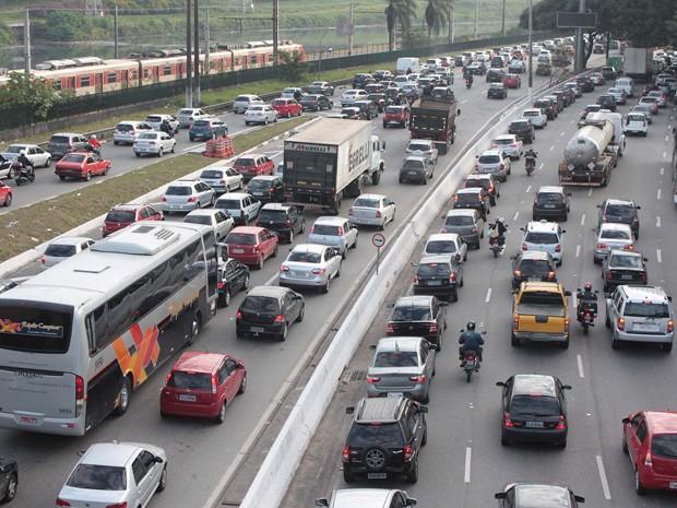 Trânsito na marginal Pinheiros, em São Paulo (Foto: Luiz Claudio Barbosa/Futura Press)