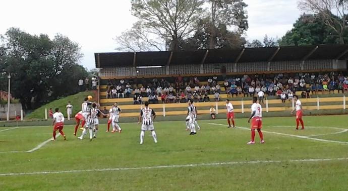 Itaporã e Estrela do Norte jogando no estádio Chavinha pela Série D (Foto: Marcos Ribeiro/TV Morena)