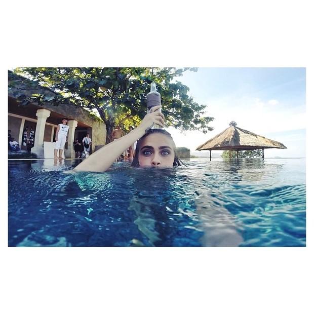 Cara Delevingne em Bali, na Indonésia (Foto: Instagram/ Reprodução)