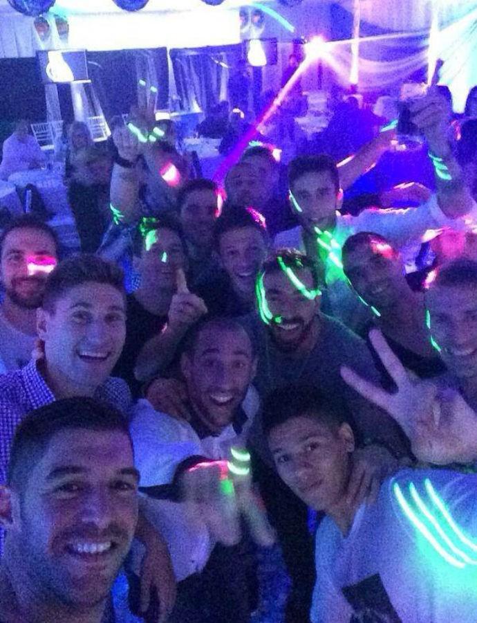 Jogadores da Argentina comemoram em Buenos Aires (Foto: Reprodução/Facebook)