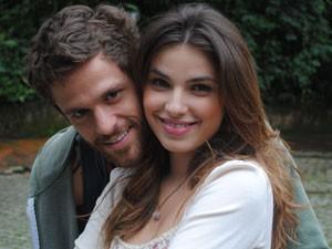 Alejandro torce para que os dois terminem juntos (Foto: Malhação / Tv Globo)