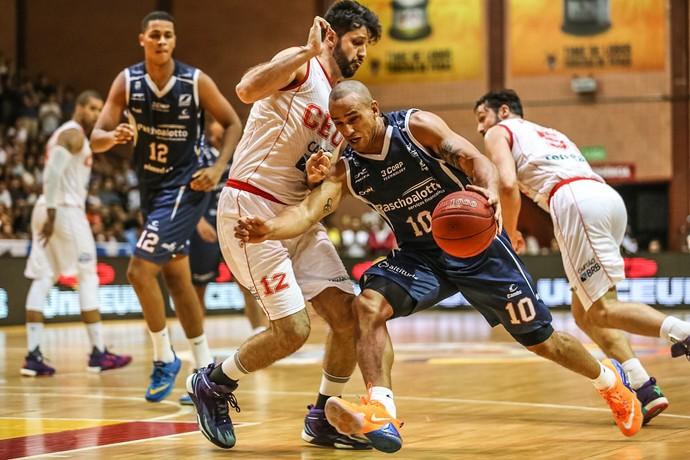 Brasília x Bauru Basquete, semifinais, NBB 8, Alex, Giovanoni (Foto: Caio Casagrande / Bauru Basket)