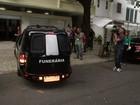 Corpo de José Wilker deixa apartamento no Rio