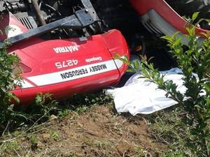 Lavrador morre esmagado em Barbacena (Foto: Bombeiros Barbacena/Divulgação)