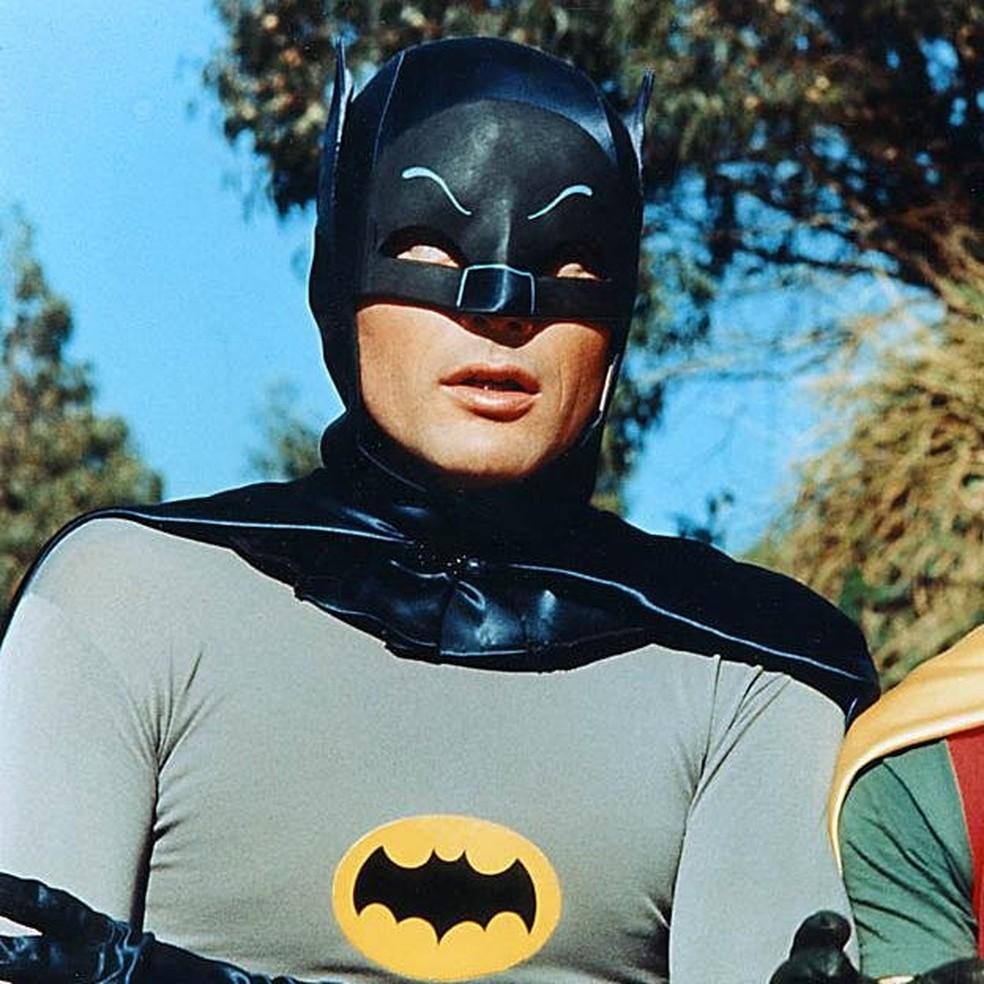 O ator Adam West, que interpretou Batman em seriado na TV na década de 1960 (Foto: Reprodução/Twitter/Adam West)
