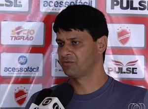 Wladimir Araújo - técnico do Vila Nova (Foto: Reprodução / TV Anhanguera)