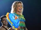 Claudia Leitte dança com Galinha Pintadinha em show