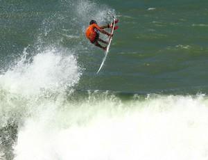 Potiguar Alan Jhones busca título nordestino na Praia do Cupe (Foto: Fabio Minduim/BSP/Divulgação)