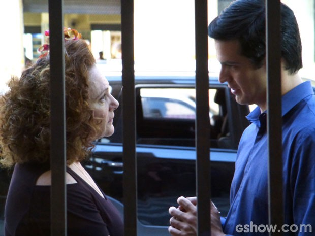Márcia diz para seu menininho abrir o coração de vez para Niko (Foto: Amor à Vida/TV Globo)