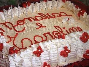 Bolo tinha nome das irmãs escrito (Foto: Reprodução/RPC TV)