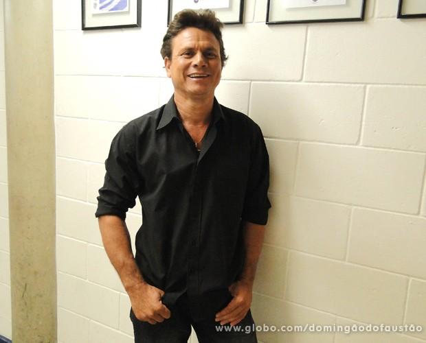 Anunciato Rodrigues imita o cantor Leonardo desde 1998 (Foto: TV Globo/ Domingão)