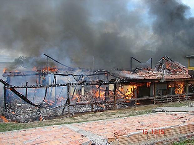 Casa foi destruída por fogo (Foto: Arquivo Pessoal)