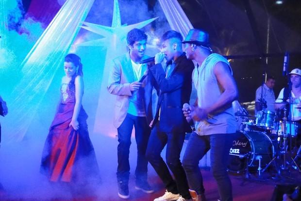 Neymar canta muito em festa (Foto: TV Globo/ TV Xuxa)