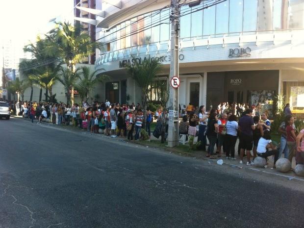 Na Avenida Dom Luiz, fila também se alongou (Foto: André Teixeira/G1)