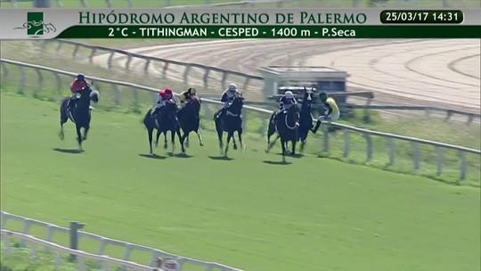 Jóquei Jorge Ricardo cai do cavalo na Argentina, sofre fratura e será operado