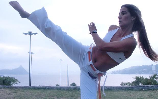 Maria Helena Tostes bodyboard e capoeira Nas Ondas (Foto: Arquivo Pessoal)