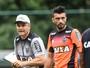 Diego Aguirre relaciona 19 jogadores e deixa Dátolo e Lauro de fora da lista