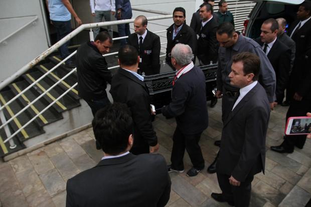 Corpo de Domingos Montagner chega para ser velado, em São Paulo (Foto: Amauri Nehn/BrazilNews)