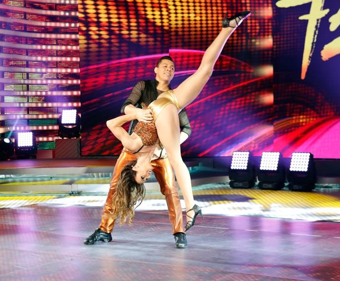 Maurren Maggi surpreendeu pela elasticidade e passos desafiadores no 'Dança 2015' (Foto: Ellen Soares/Gshow)