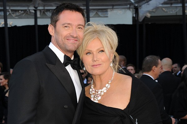 Hugh Jackman faz parte do time que prefere as mais velhas! O ator é doze anos mais novo do que sua esposa, Deborra-Lee Furness. (Foto: Getty Images)
