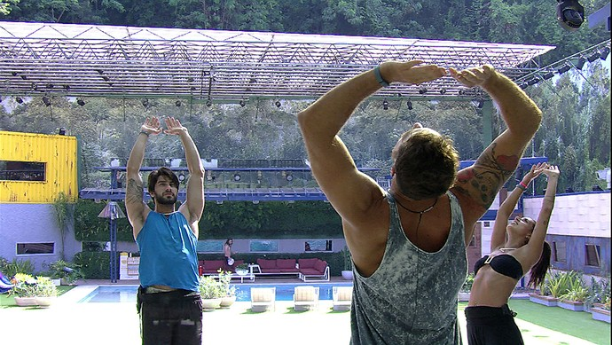 Alongamento brothers Tarde casa 03_02 (Foto: TV Globo)