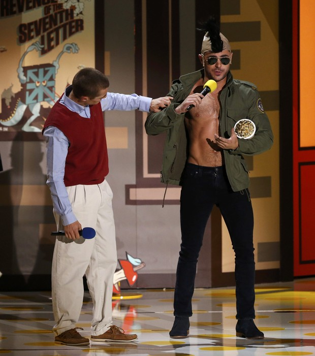 Dave Franco e Zac Efron em premiação em Los Angeles, nos Estados Unidos (Foto: Mario Anzuoni/ Reuters)