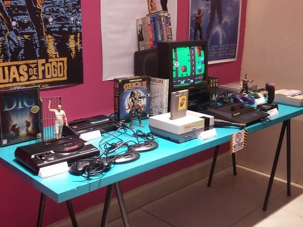 A exposição dos anos 80 traz video games antigos a mostra (Foto: Leonardo Medeiros/G1)