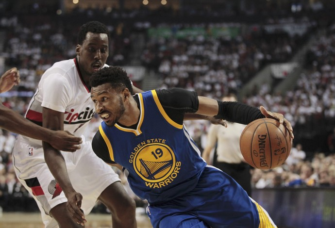 Leandrinho Warriors x Blazers NBA (Foto: EFE)