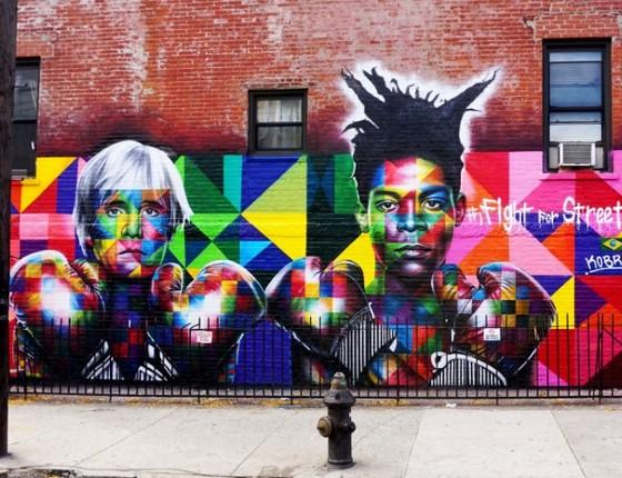 Instalado no Brooklyn, em Nova York, esse é o mural de Kobra que encantou Madonna. A pintura retrata o artista pop Andy Warhol e o mestre do grafite, Jean Michel Basquiat (Foto: Divulgação)