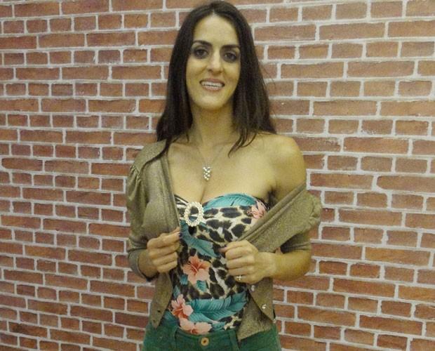 Luciana Paes chegou linda para o ensaio do Artista Completão (Foto: Domingão do Faustão / TV Globo)
