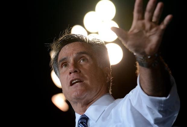 O candidato republicano Mitt Romney discursa na noite desta quinta-feira (25) em Defiance, Ohio (Foto: AFP)
