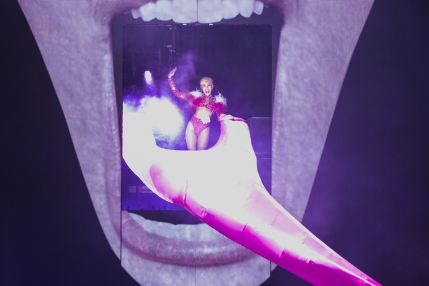 Miley Cyrus estreia turnê (Foto: PHILLIP CHIN / GETTY IMAGES NORTH AMERICA / AFP)