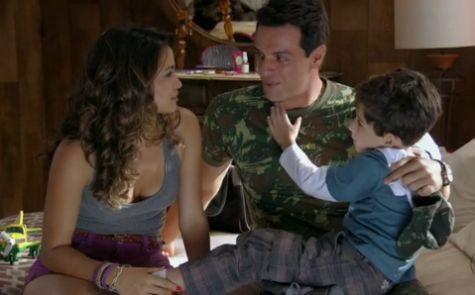 Nanda Costa, Rodrigo Lombardi e Luiz Felipe Mello em cena de 'Salve Jorge' (Foto: Reprodução)
