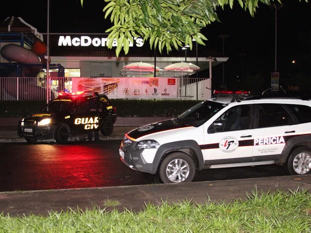 Mulher fez tres disparos dentro de unidade do Mc Donald´s em Rio Claro (Foto: Vitor Liasch/Arquivo Pessoal)