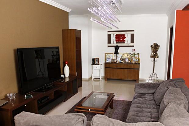 A sala de TV da casa de Angélica Ramos (Foto: Celso Tavares/EGO)