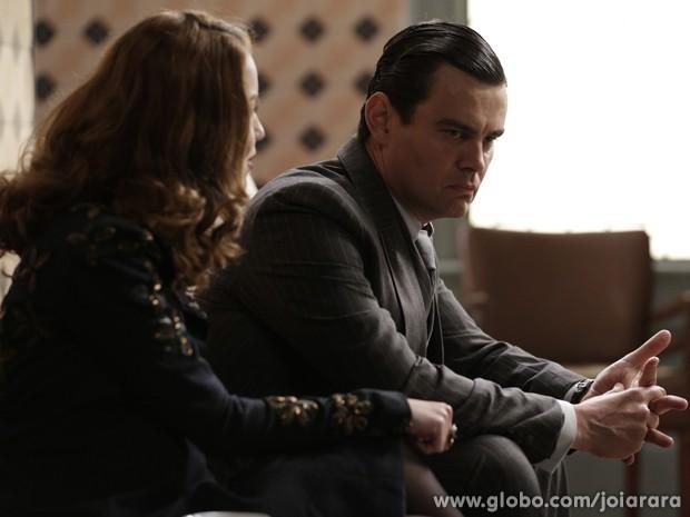 Manfred  se irrita ao saber que Franz e Amélia passar a noite juntos (Foto: Fábio Rocha/TV Globo)