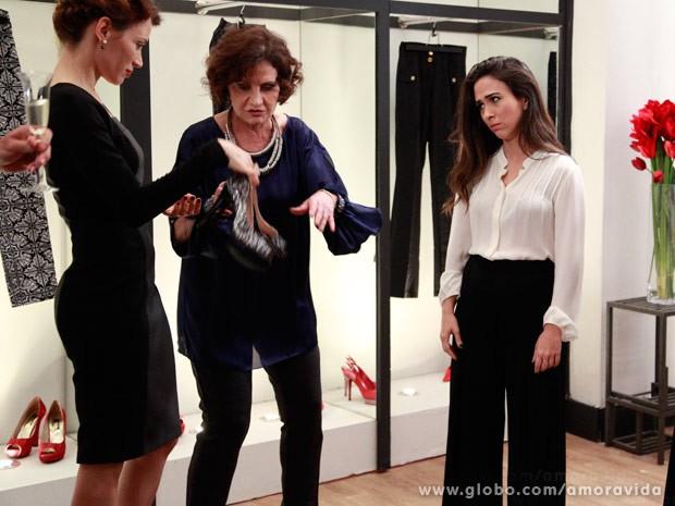 Pantalona? Sem nem um pouquinho da perna à mostra? Ela não curtiu... (Foto: Ellen Soares/TV Globo)