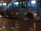 Chuvas alagam ruas e causam transtornos na capital alagoana