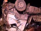 Motorista perde controle da direção e carreta tomba na Grande BH, diz PRF