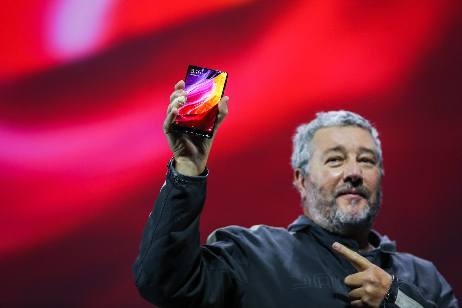 A tendência de smartphones sem bordas veio para ficar (Foto: Divulgação)