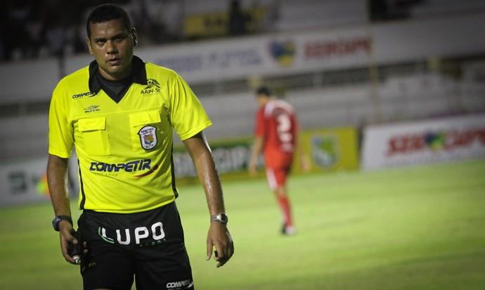 Cláudio Francisco apita São Domingos e Confiança (Foto: Fillipe Araújo/Divulgação-ADC)