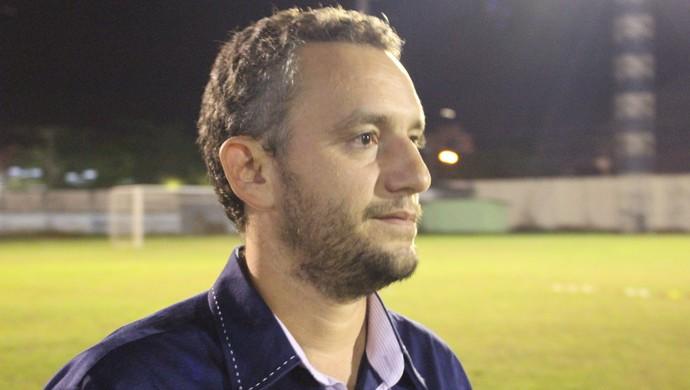 Elizeu Cabral, diretor de futebol do Genus (Foto: Hugo Crippa)