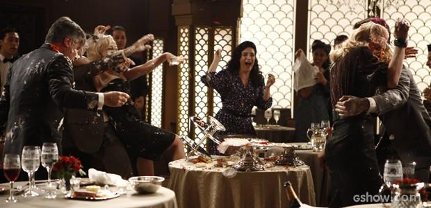 A briga fica feia e todos se sujam com comida (Foto: Inácio Moraes / TV Globo)