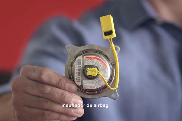 Trecho da campanha veiculada pela Honda na internet sobre o megarecall de airbags da Takata (Foto: Reprodução / YouTube)