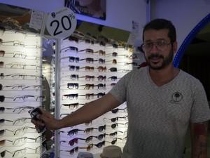Empreendedor Rodrgo Félix mostrando o empreendimento (Foto  Graziela  Miranda G1) 6dc9675dc5
