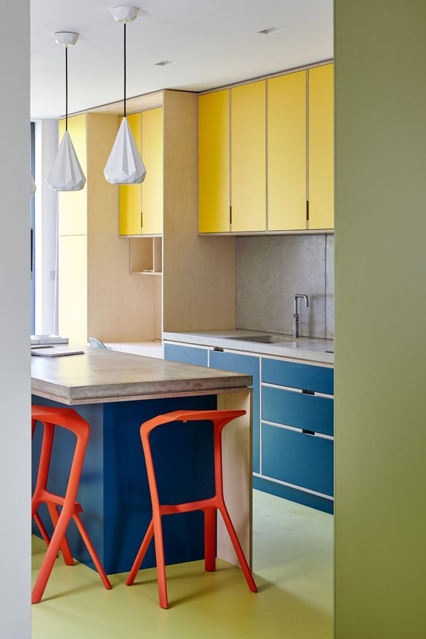 Décor do dia: mix de cores vibrantes na cozinha  (Foto: Divulgação)