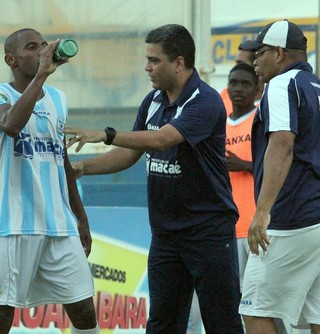 Marcelo Cabo e Diego, macaé x barra mansa (Foto: Tiago Ferreira / Macaé Esporte)